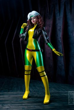 marvel_x_men__rogue_cosplay_by_frosel
