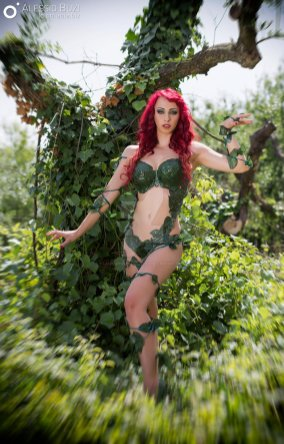 poison-ivy-cosplay-laura-crystal-12