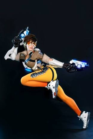 overwatch-tracer-cosplay-by-tasha-10