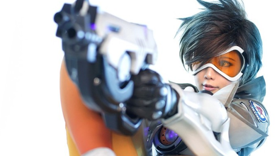 Overwatch: Tracer Cosplay by Tasha