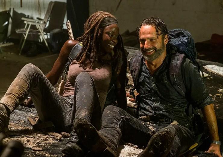 the-walking-dead-season-7-episode-12-rick-michonne-laughing
