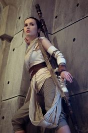 star-wars-the-force-awakens-rey-cosplay-by-narga-4
