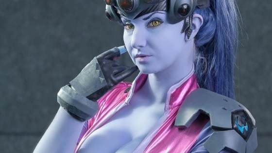 While her skin might be blue and her heart's made of ice, Dawaifu's Widowmaker cosplay is red hot.