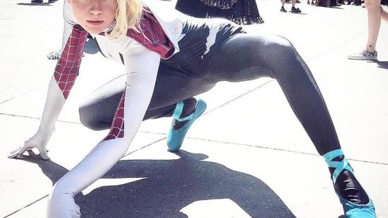 Spider-Man: Into the Spider-Verse: Spider-Gwen cosplay by Bunny Bii