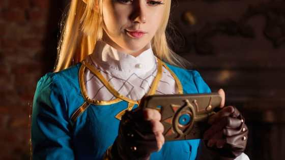Cosplayer Komori brings Princess Zelda from Breath of the Wild to life.