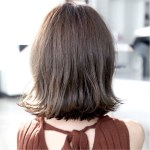 しっかり白髪を染めつつ、透明感のある上質なスモークアッシュカラーへと。