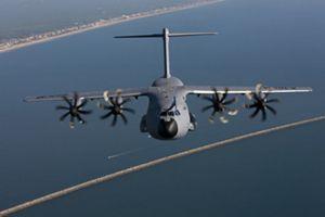 La ministra de Defensa anuncia que los 14 nuevos aviones de transporte militar A-400M estarán operativos en 2023