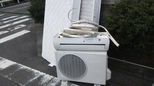 引っ越し前のエアコン、シングルマット回収