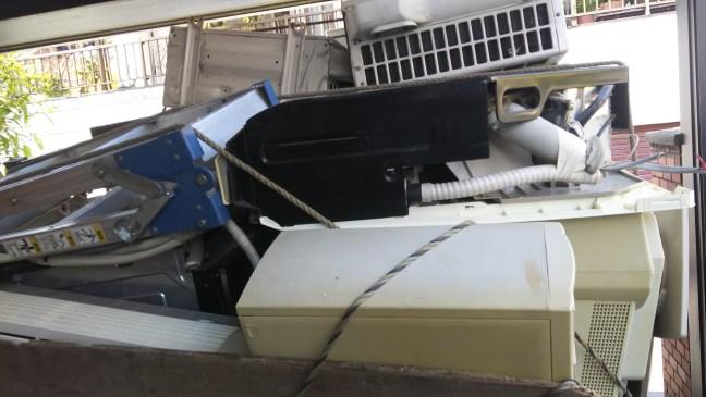 解体民家のエアコン不用品回収