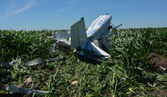 20140614.. KFES C182 crash debris in corn field