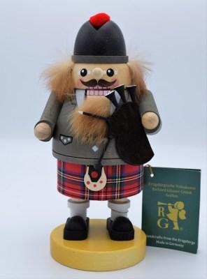 Scottish Bagpiper German Nutcracker Image