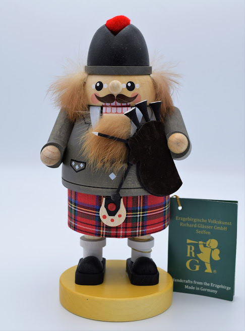 Scottish Bagpiper German Nutcracker Image