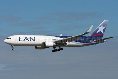 LAN Airlines (Ecuador) Boeing 767-316 ER WL HC-CHA (msn 27613) MIA (Arnd Wolf). Image: 904469.