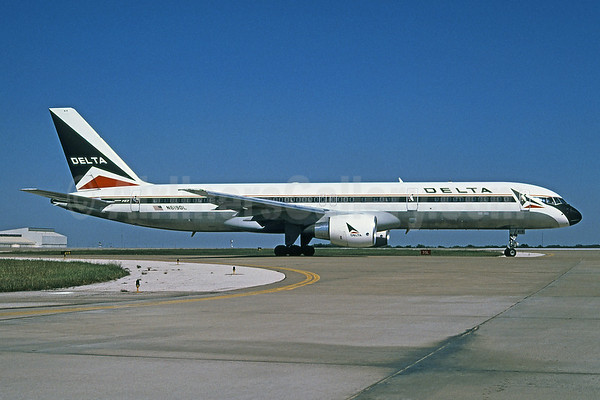 Delta paints a Boeing 757 in the 1966 livery for the Delta Flight