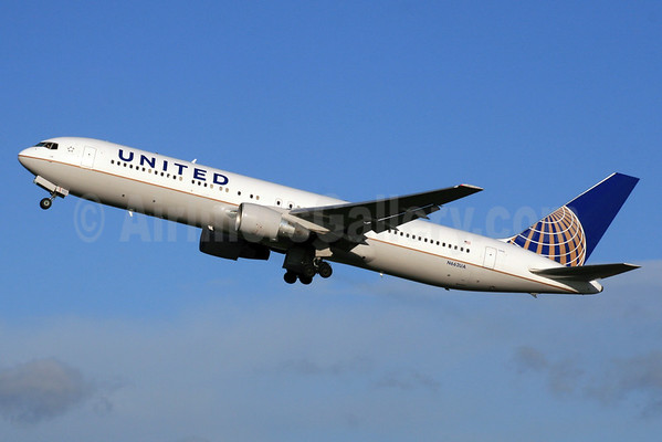 United Airlines offers free miles to hackers to hack their
