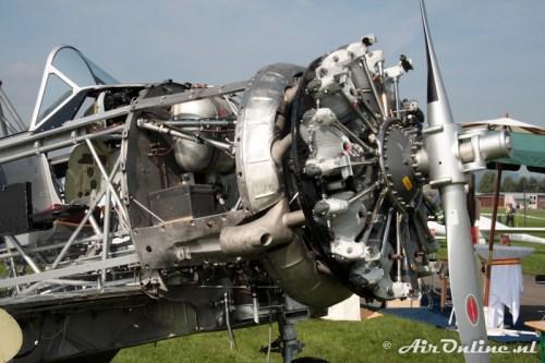 U-323 N.A. Harvard IIB met zijn Pratt & Whitney motor