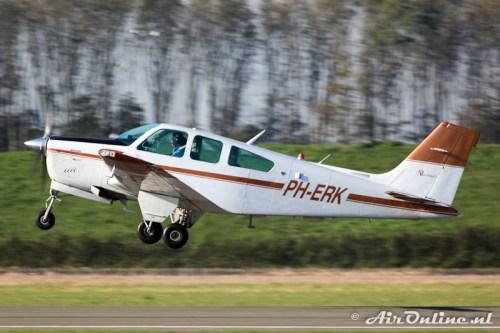 PH-ERK Beech F33A Bonanza (Lelystad, 22 oktober 2011)