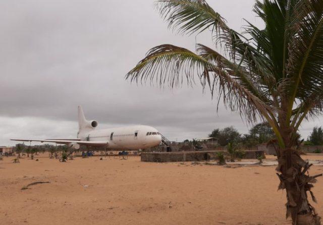 What a view! Could you imagine just seeing an L1011 on the beach?