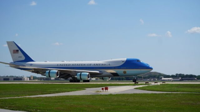Current Air Force One landing