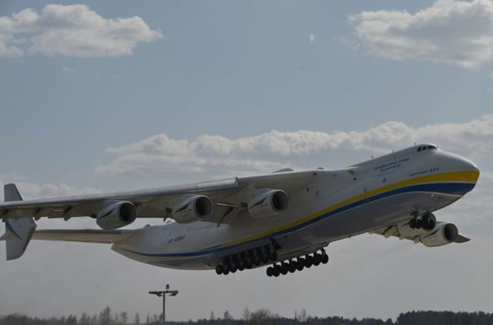 the antonov an 124 vs an 225 what are the differences Airplane GEEK The Antonov An-124 Vs An-225: What Are The Differences?