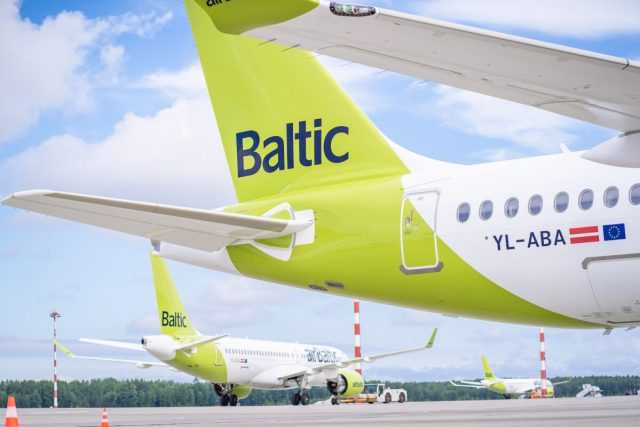 airBaltic A220-300