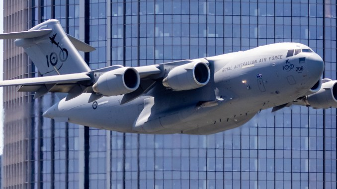 here are some jaw dropping shots of the raaf c 17 over brisbane during the riverfire festival rehearsals Airplane GEEK Here Are Some Jaw Dropping Shots Of The RAAF C-17 Over Brisbane During The Riverfire FestivalRehearsals
