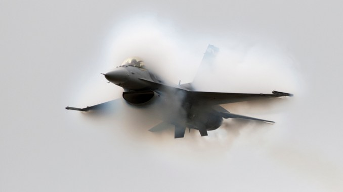 listen to the sonic boom generated by an f 16 flying supersonic over oshkosh Airplane GEEK Listen To The Sonic Boom Generated By An F-16 Flying Supersonic Over Oshkosh