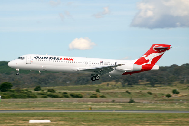 qantas to replace its 20 boeing 717s and 18 fokker 100s Airplane GEEK QANTAS to replace its 20 Boeing 717s and 18 Fokker 100s