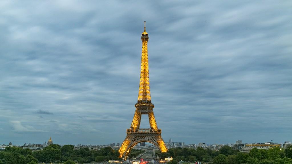 eiffel-tower-927634_1920