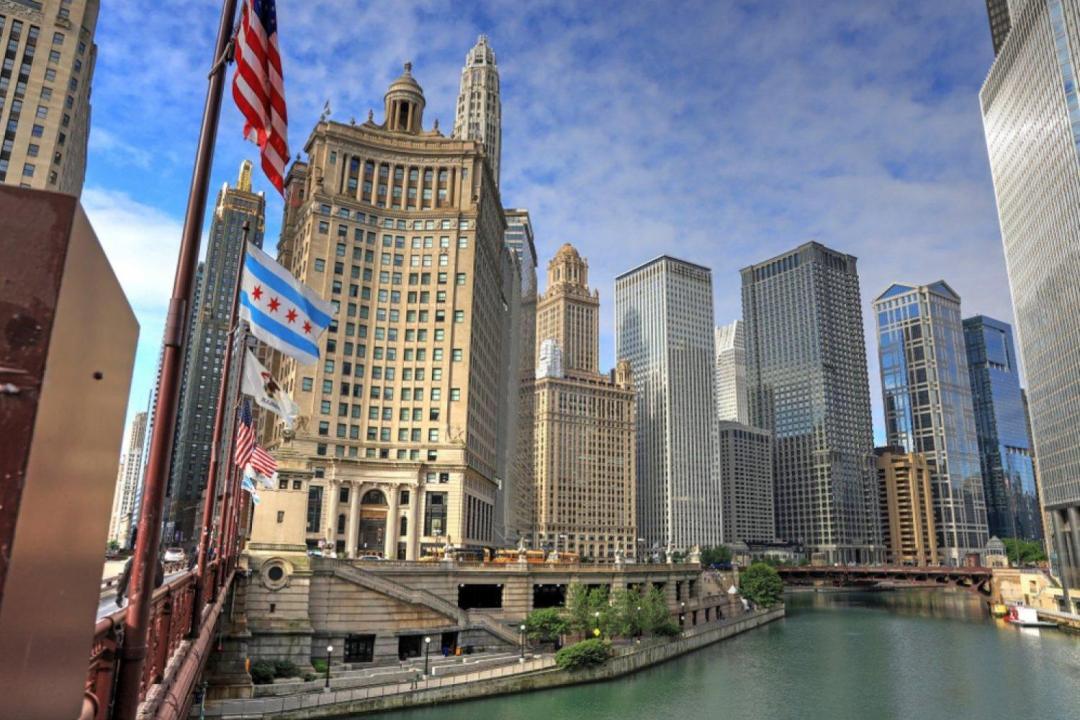 Scenic Chicago / North Side Tour + Pizza