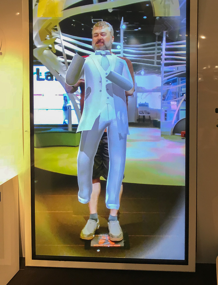 Virtual dress-up at Knowledge Capital, Osaka