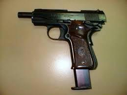 llama 380 pistola