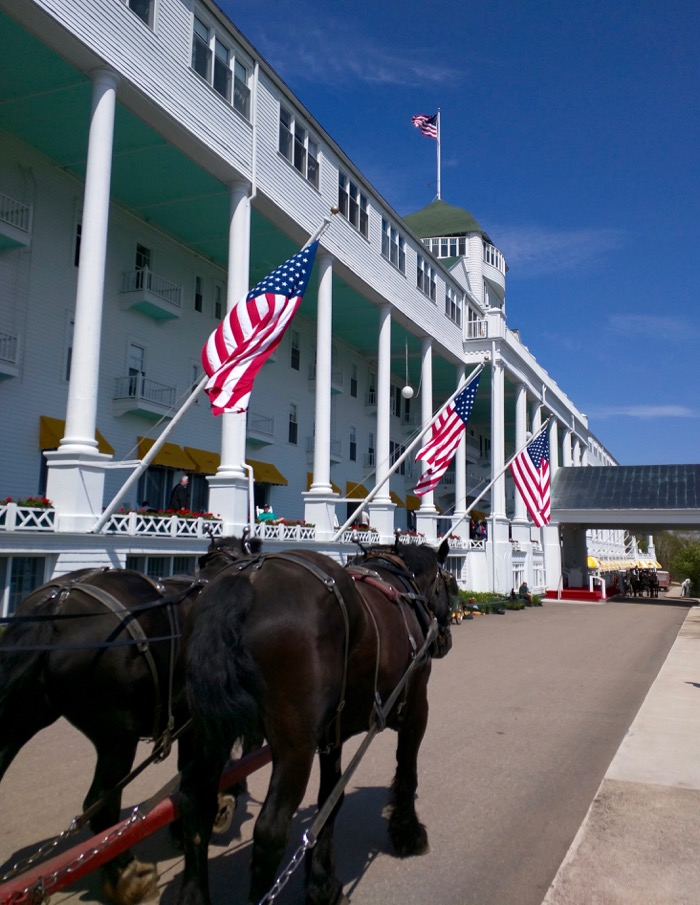 mackinac island grand hotel horse carriage