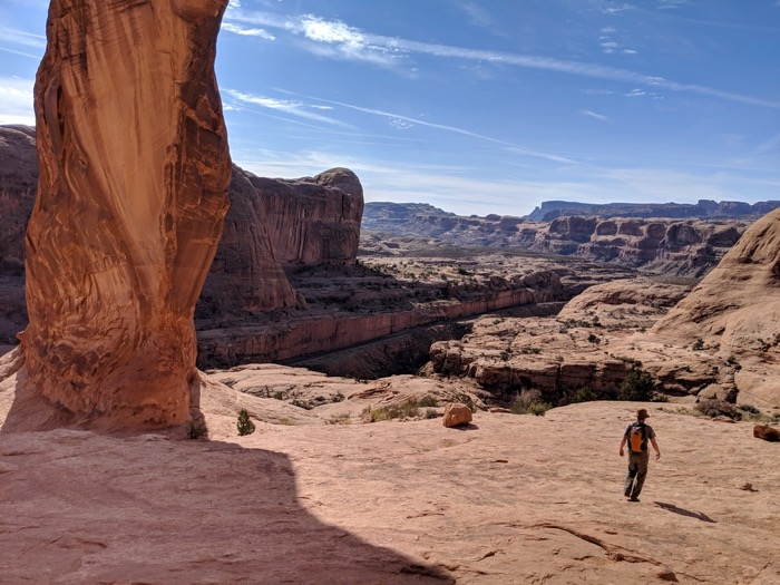hiking corona arch moab