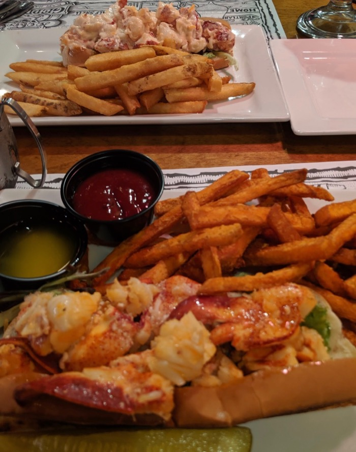 lobster rolls at geddy's