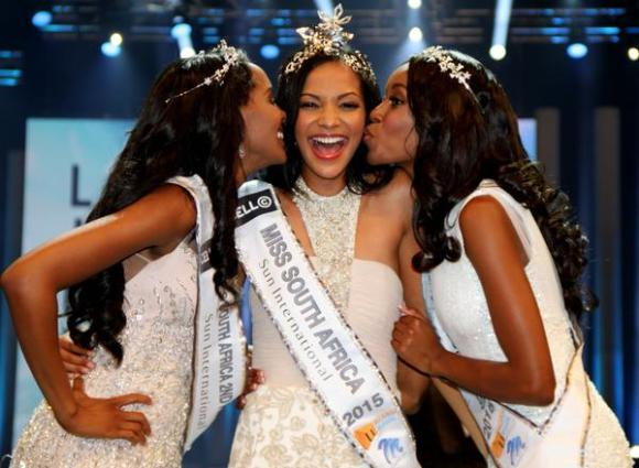 Liesl Laurie [centre] is the new Miss South Africa.The 1st and 2nd princeses are Refilwe Mthimunye and Ntsiki Mkhize