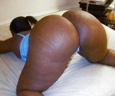 Horny Kenyan Woman with Huge Ass