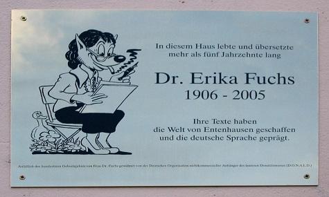 Am ehemaligen Wohnsitz erinnert eine Gedenktafel an die berühmte Übersetzerin.