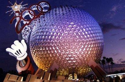 """Spaceship Earth mit """"2000""""-Schriftzug bei der Millenium Celebration"""