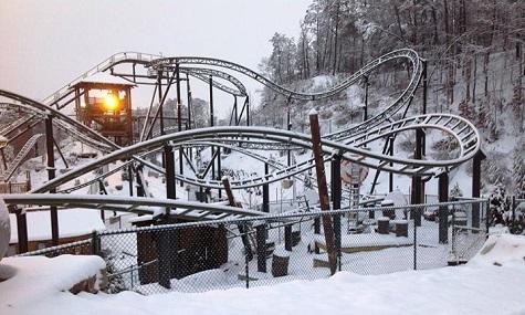 FireChaser Express, im Schnee begraben.