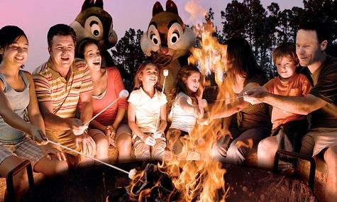 Nicht nur für Resort Gäste ein Highlight, das Lagerfeuer mit Chip'n'Dale