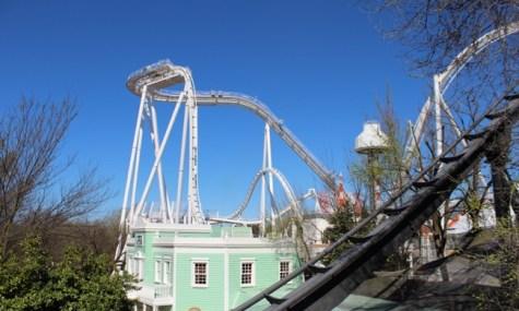 Blick aus der Parkeisenbahn auf Oblivion vor der Eröffnung | Raptor im Vordergrund