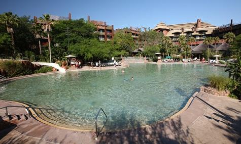 Ganz wie am Strand fühlt man sich am Samawati Springs Pool