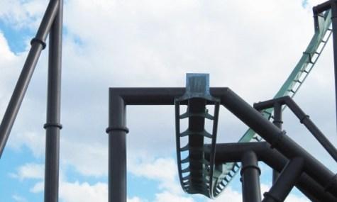 Der First Drop des neuen Flying Coasters - Anklicken zum Vergrößern!