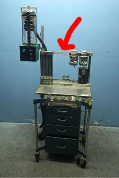 Arrow points to the common gas bar on the top of the machine which carries the combined anesthesia gases to the ventilation circuit.