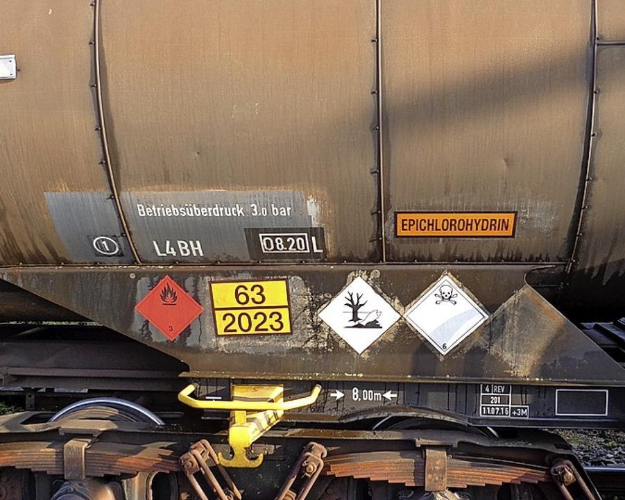 Leicht entzündlich und giftig war der Inhalt der Kesselwagen.   | Foto: LEHR