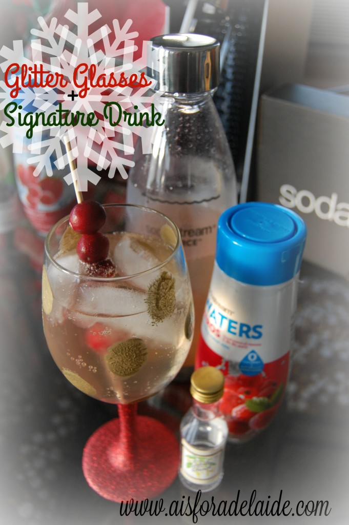 Holiday Glitter Wine Glasses Tutorial w/ Drink Recipe! (MSG 4 21+) #WaterMadeExciting #ad