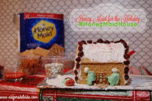Decorate your #HoneyMaidHouse for the holiday! #ad