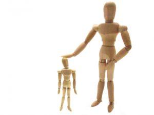 子どもを制止する親