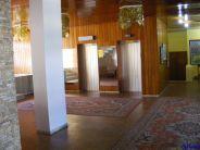 Hol Amfiteatru. Lifturi din Epoca de Piatra.